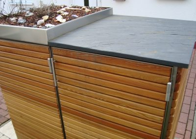 Lärche Schrank mit Gründach u. Schieferplatte